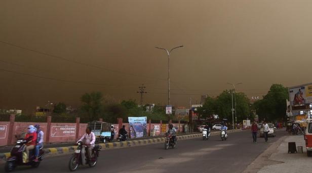 dust-storm-in-bikaner_7c284bdc-4e87-11e8-a9dc-143d85bacf22