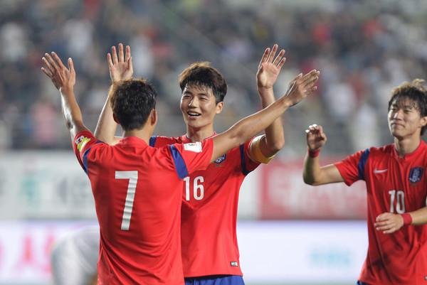 Ki+Sung+Yueng+Son+Heung+Min+South+Korea+v+EyghKwaKu8kl